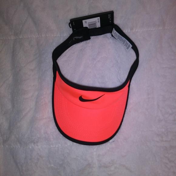 4c1f997fb724f Womens Nike Aerobill Featherlite Tennis Visor